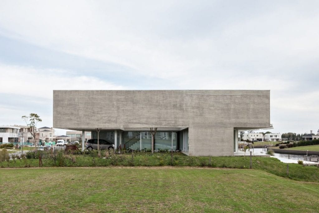 Lamas House in concrete by moarqs and OTTOLENGHI architects Facade 1024x683 - Unconventional Homes: Case din beton cu design neașteptat