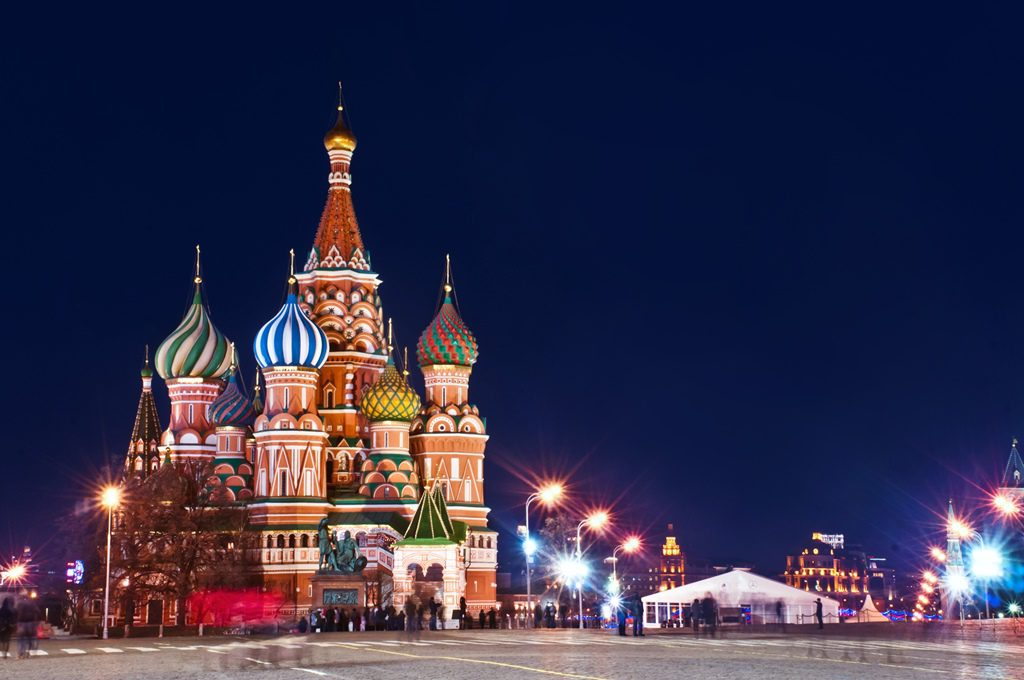 Moscow St. Basils Cathedral Night Shot XL 1 - Cele mai neobișnuite construcții din Europa